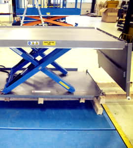 Superlow lifting table with two ramps